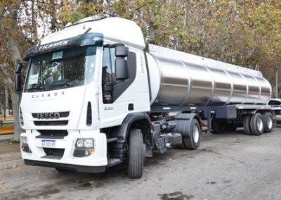 Nuevo camión y tanque adquirido por la Municipalidad de Rivadavia