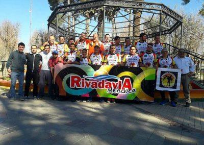 Deportistas de Rivadavia rumbo al Trasmontaña 2017.