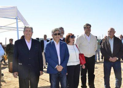 Cornejo entregó tractores a productores en Rivadavia